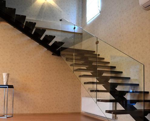 железная лестница с бортом