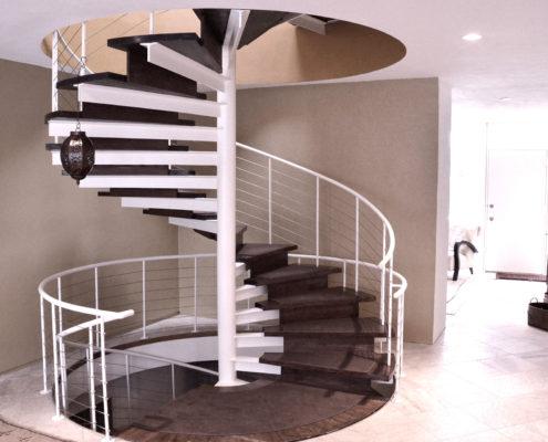 круглая металлическая лестница