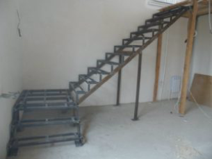 пример лестницы без отделки