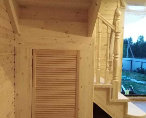 монтаж деревянной лестницы с чуланом