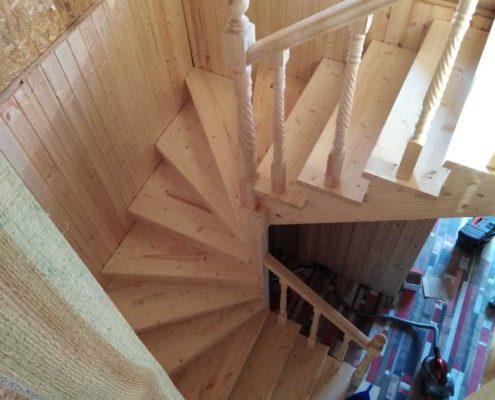 деревянная лестница полукруг
